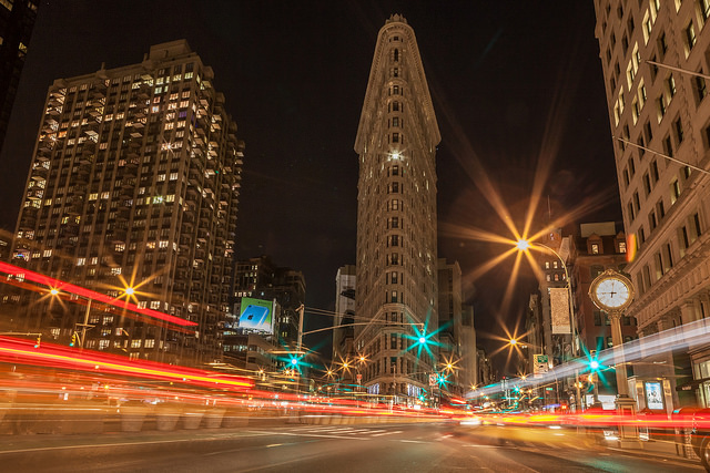 Traffic in front of Flat Iron
